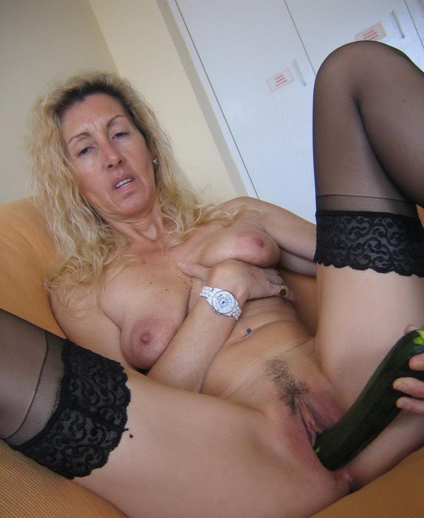 анальная мастурбация зрелых дам порнофото