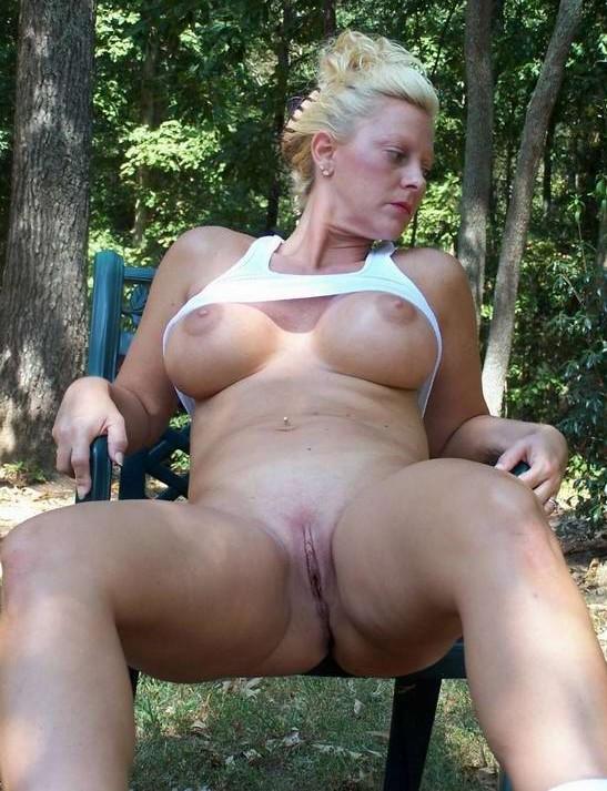 Зрелые голые сексуальные бабы Порно фото - красиво и очень возбуждает.