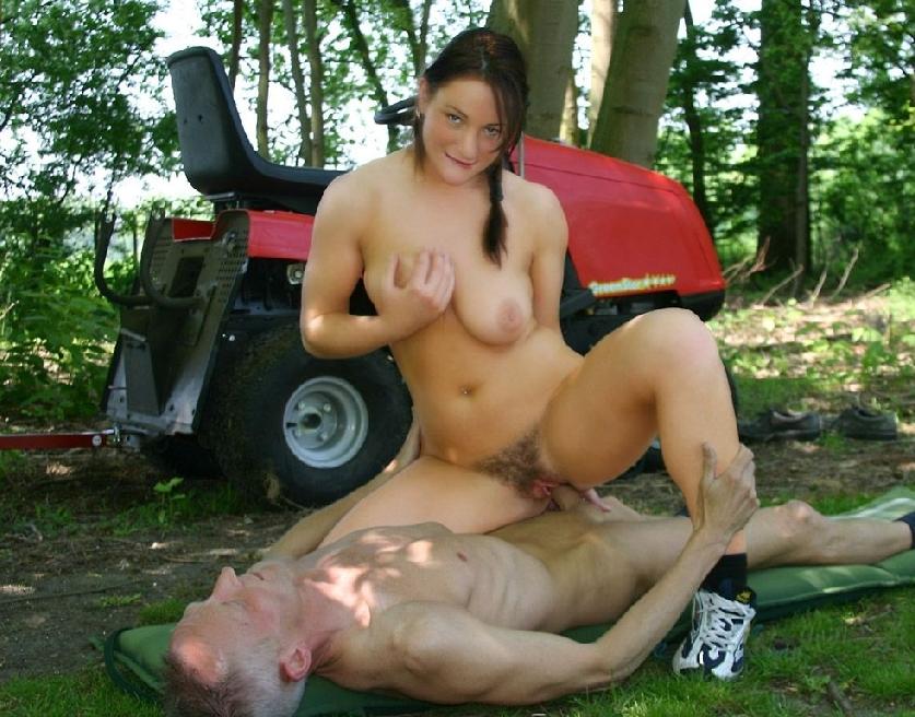 Имя. член. Старый тракторист выебал в лесу молодую доярку, бедная сучка за