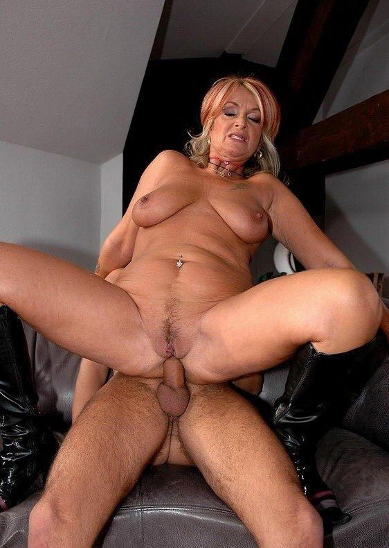 Бизнес-леди занимается анальным сексом - фото 1217 в оригинальном размере.